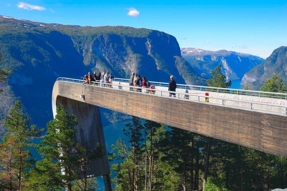 Die Stegastein Aussichtsplattform über dem Aurlandsfjord