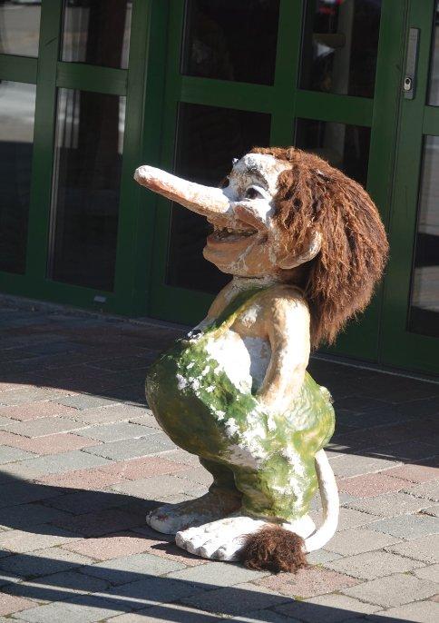 Troll vor dem Souvenir-Shop