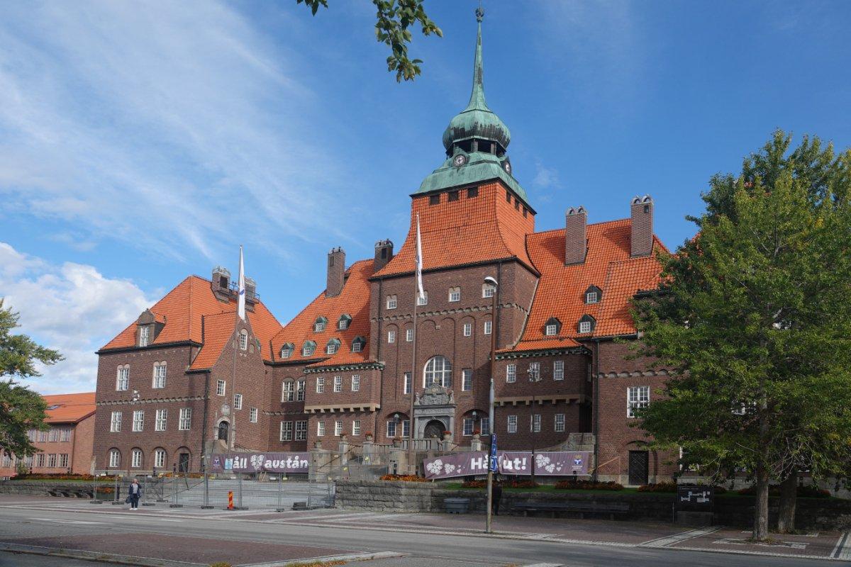Das imposante Rathaus von Östersund