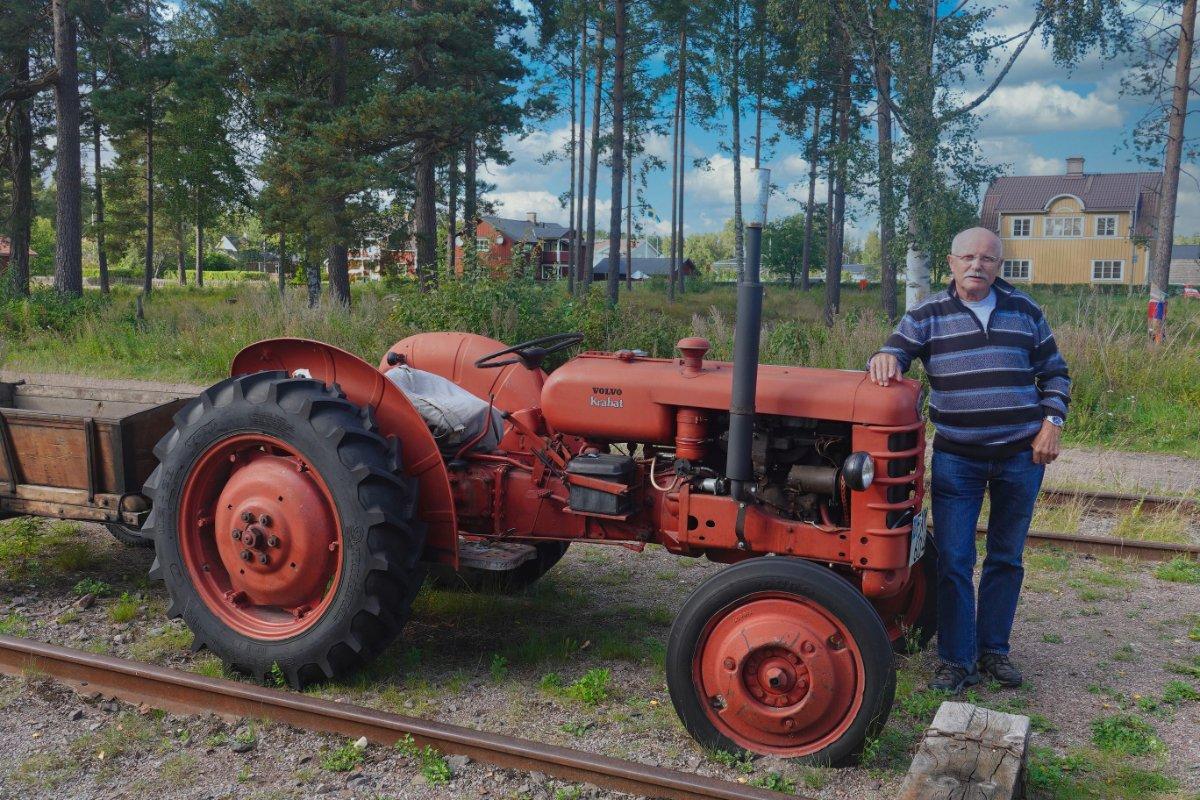 Frederick mit altem Volvo Trecker in Furudal