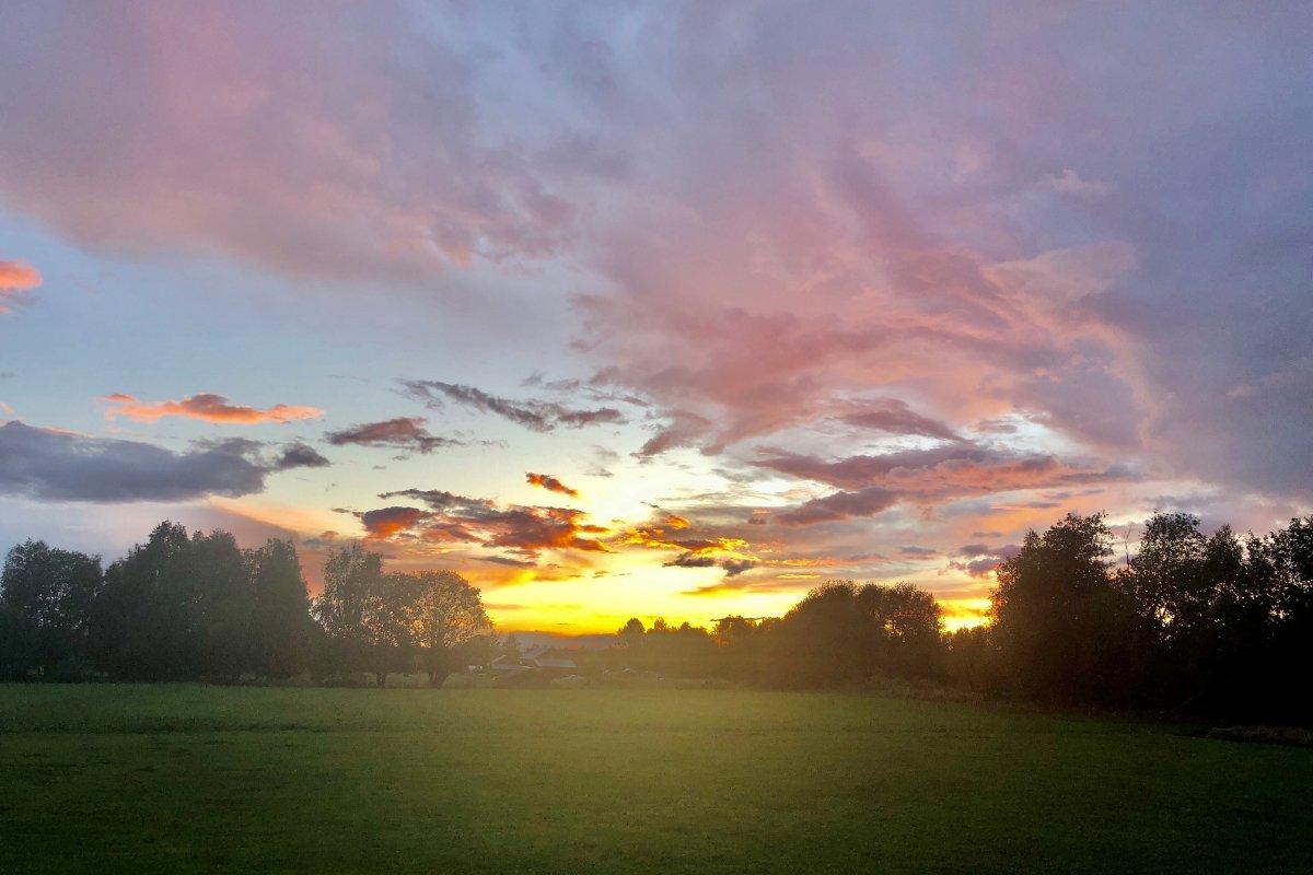 Sonnenuntergang in Nusnäs
