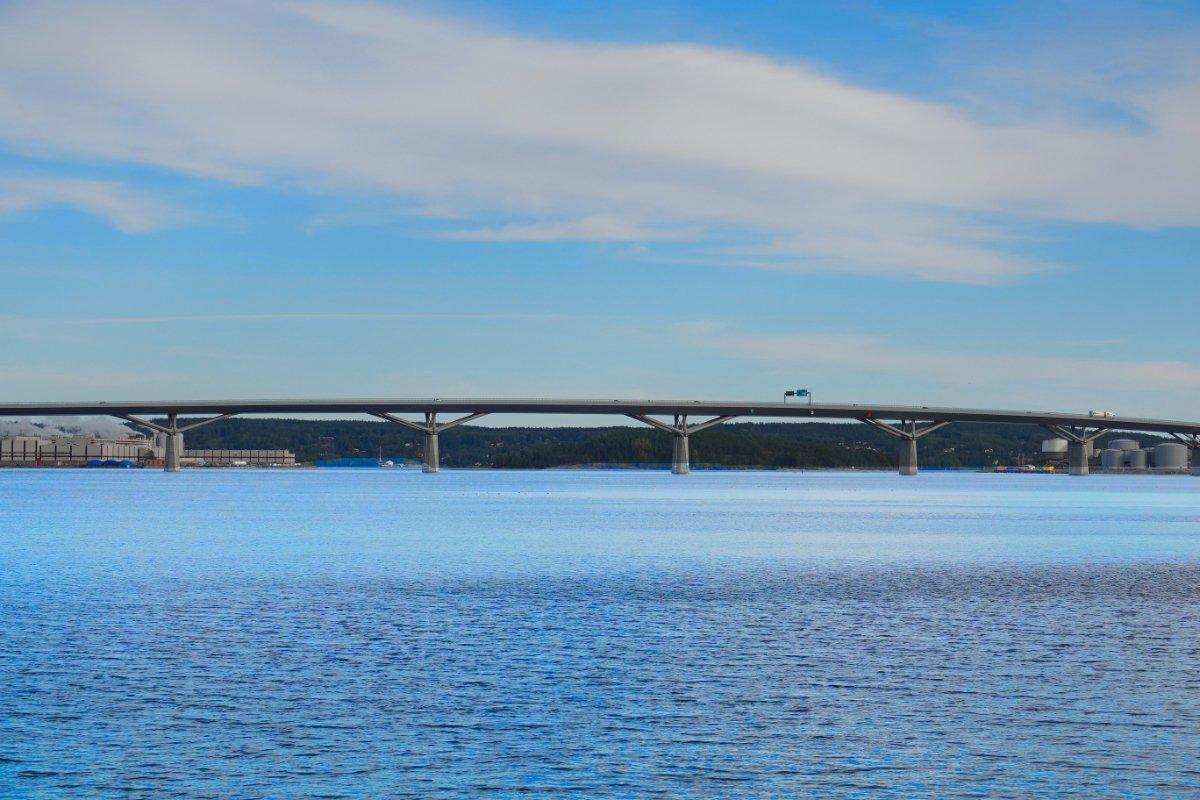 """Autobahnbrücke über den """"Bottenhavet"""", den Sund vor Sundsvall"""