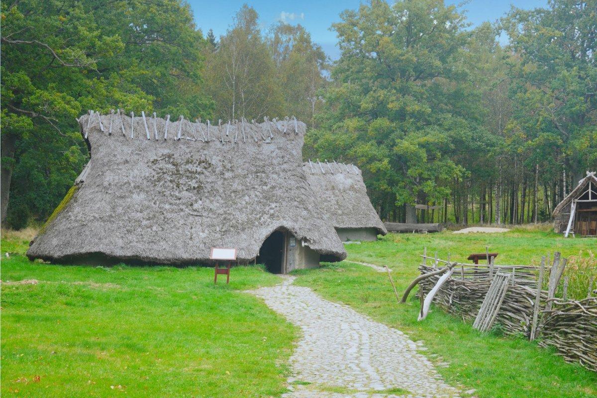 Das bronze-zeitliche Dorf im Museum Vitlycke