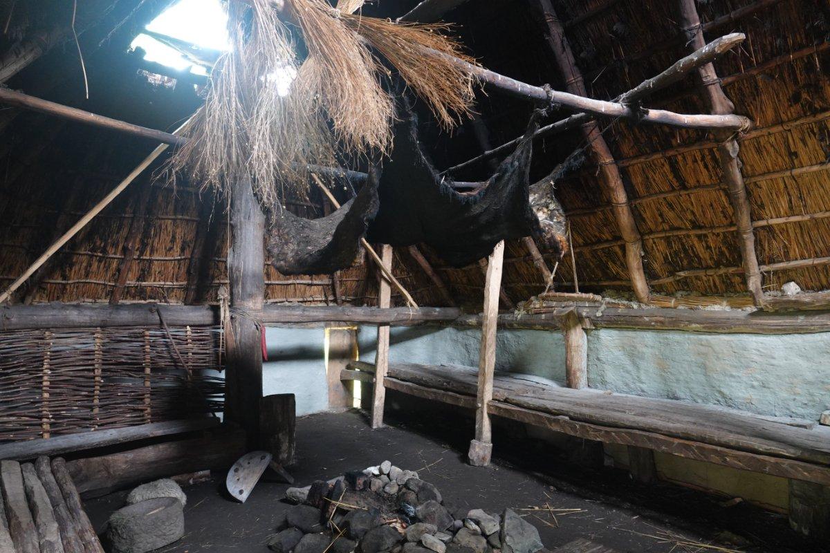 Das Innere eines der Bronze-zeitlichen Häuser
