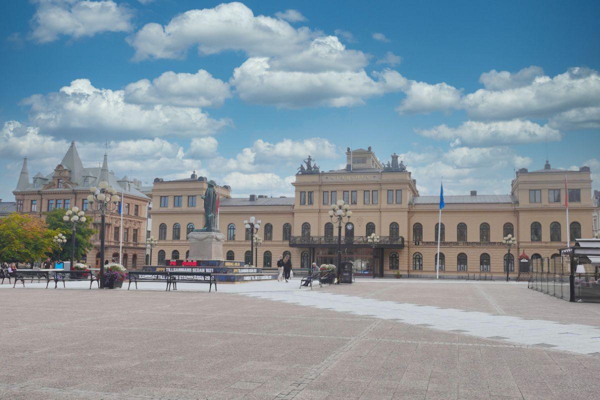 Rathaus und großer Platz in Sundsvall