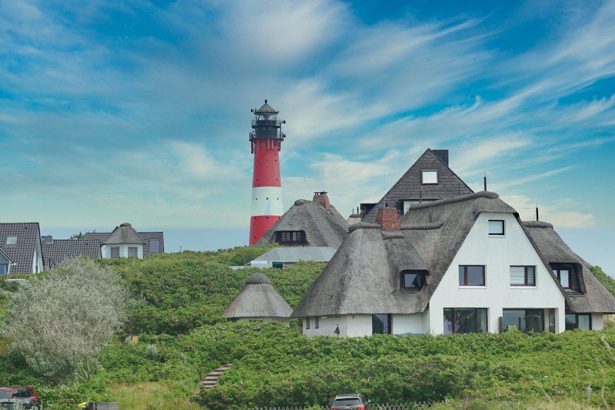 Dünenhäuser und der Hörnumer Leuchtturm