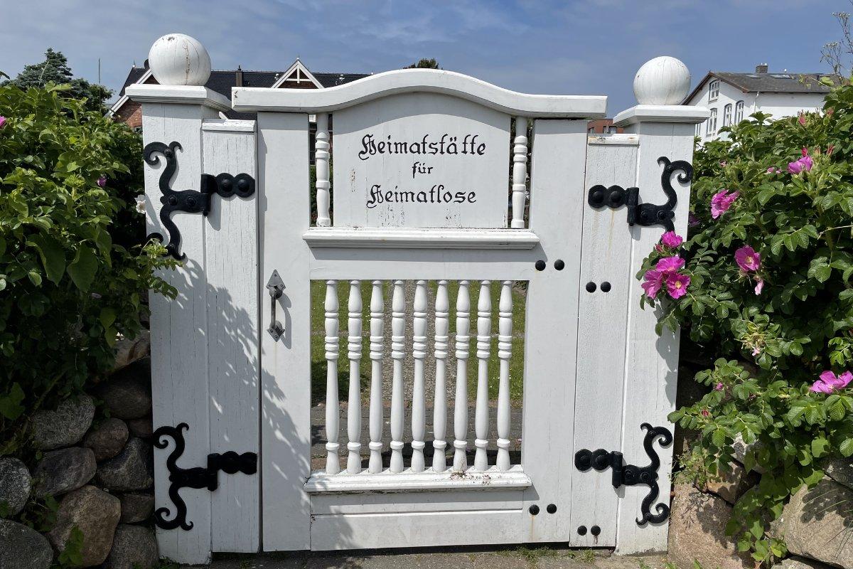 Eingang zum Friedhof für Heimatlose