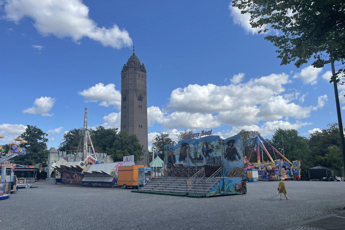 Wasserturm und Kirmesplatz